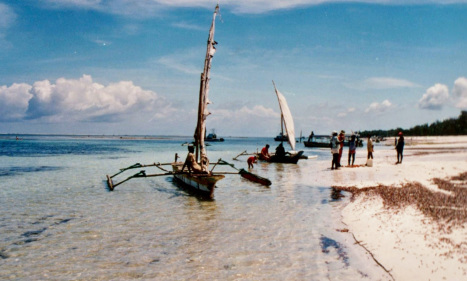 mombasa-kenya-boats-on-the-beach-101814-1