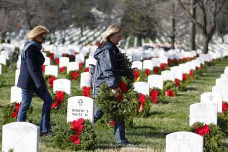121111-wreaths-across-america-121414