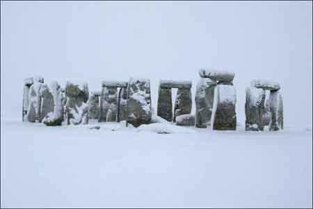Stonehenge in snow122014