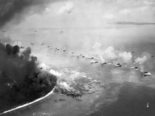 First_wave_of_LVTs_moves_toward_the_invasion_beaches_Peleliu-022015
